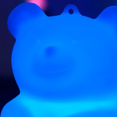 Osito de peluche multicolor con luz LED - BÄRA