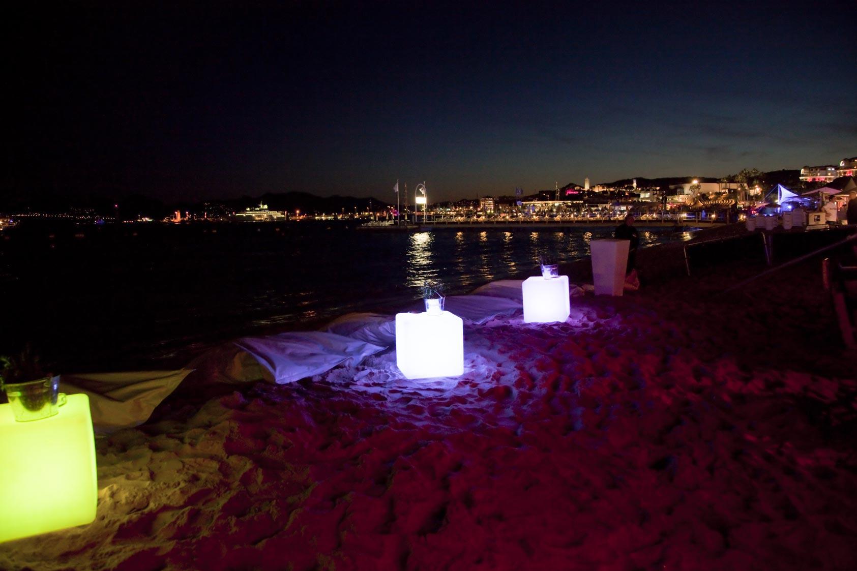 Cube lumineux LEDCOLOR plage de la Quinzaine des Réalisateur Festival de Cannes