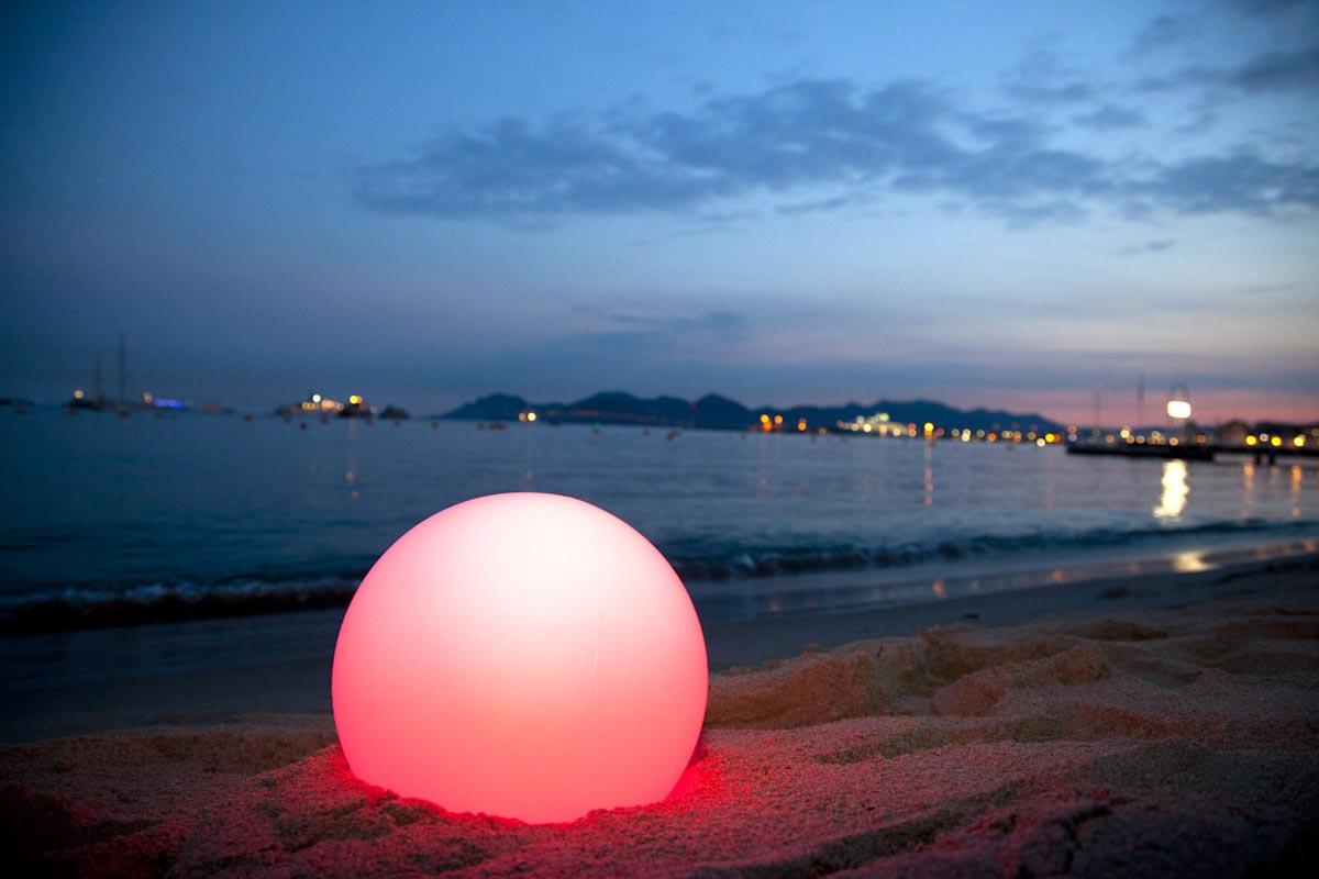 Boule lumineuse LEDCOLOR plage de la Quinzaine des Réalisateur Festival de Cannes