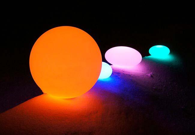Boule Lumineuse LED sans fil, multicolores, avec télécommande.