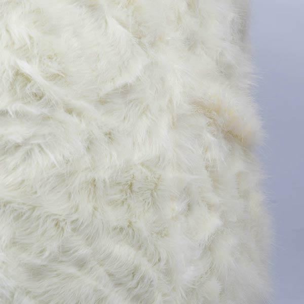 weißer Sesselhocker TiTAN S ist aus langhaarigem Fell