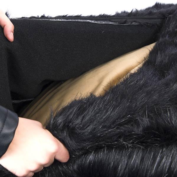 le pouf noir fourrure poil long TiTAN est déhoussable