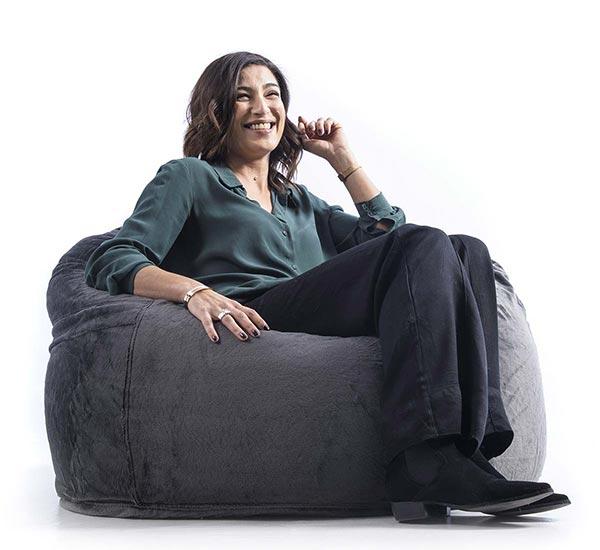 la otomana del sillón de piel negra TiTAN S es extraíble