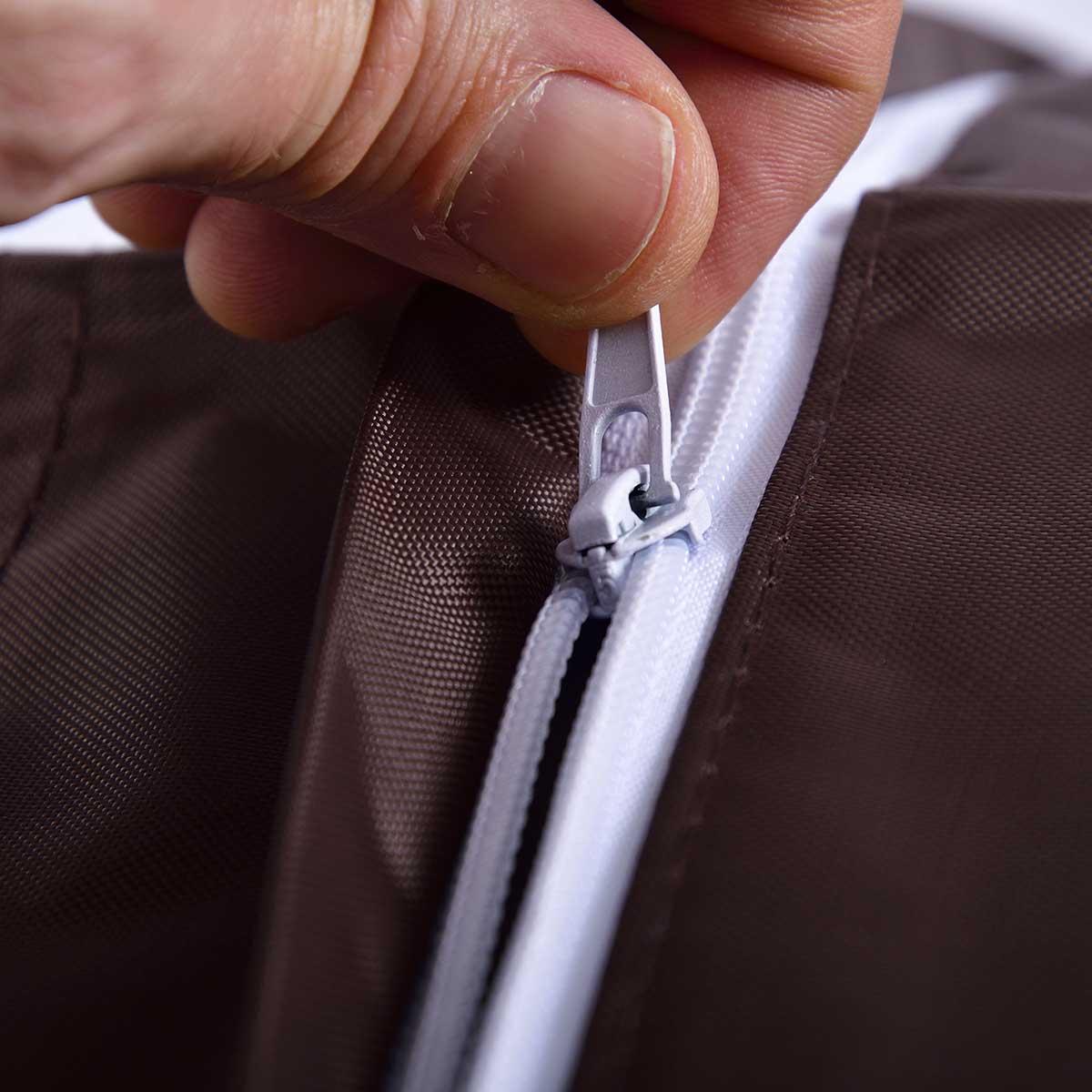 Ultra pratique, le pouf géant extérieur marron BiG52 CLASSIC est déhoussable.