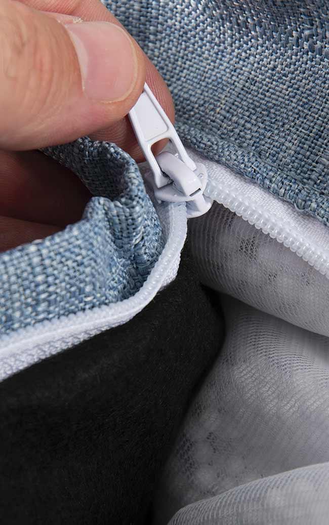 Ultra pratique, le pouf géant intérieur BiG52 Cocooning bleu métal BiG52 est déhoussable.