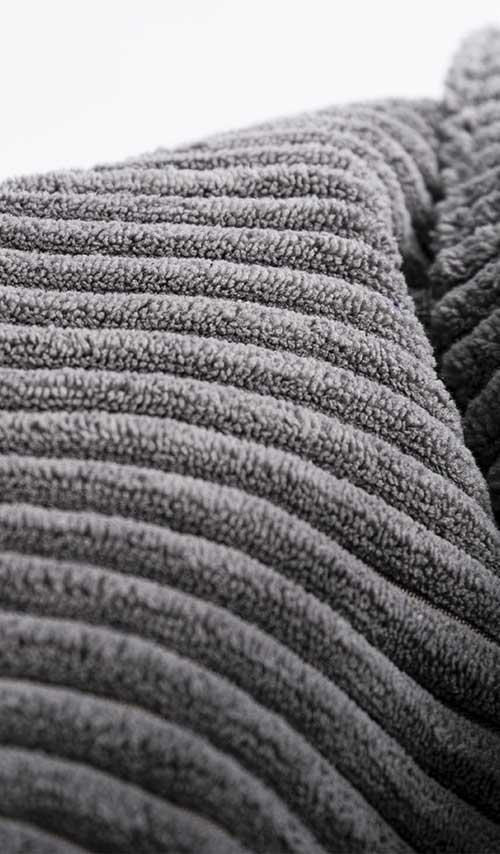 pouf géant rond en velour gris pour salon