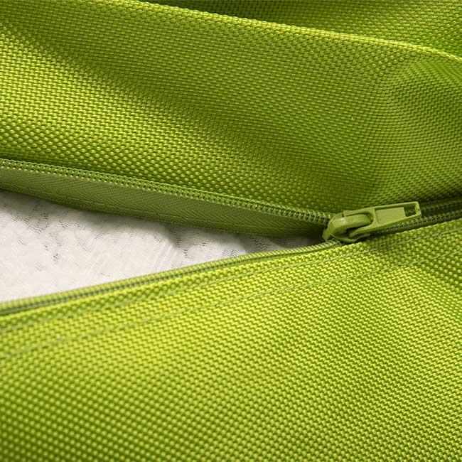 Der riesige grüne TiTAN-Outdoor-Hocker ist äußerst praktisch und abnehmbar.