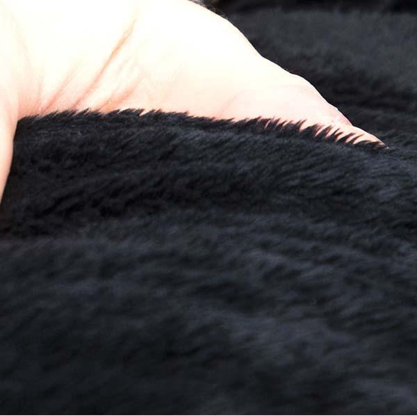 pouf fauteuil noir TiTAN S est en fourrure polaire à poil court