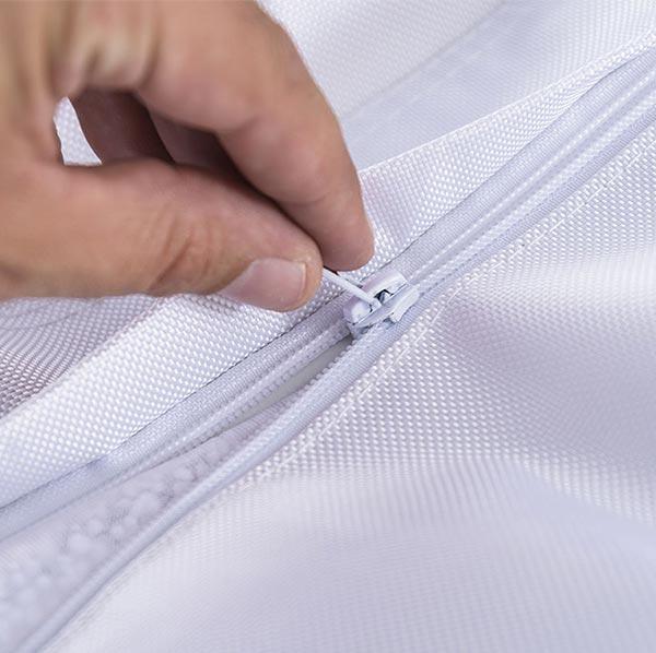 Ultra pratique, le pouf géant extérieur blanc BiG52 IRON RAW est déhoussable.