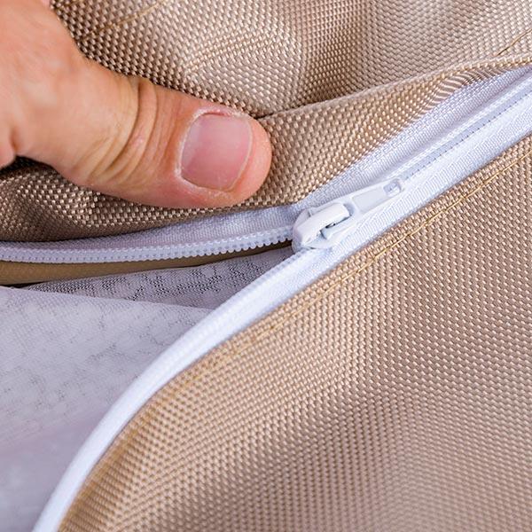 Ultra pratique, le pouf géant extérieur beige sable BiG52 IRON RAW est déhoussable.