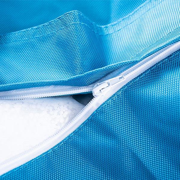 Der riesige türkisblaue Outdoor-Sitzpuff BiG52 IRON RAW ist äußerst praktisch und abnehmbar.