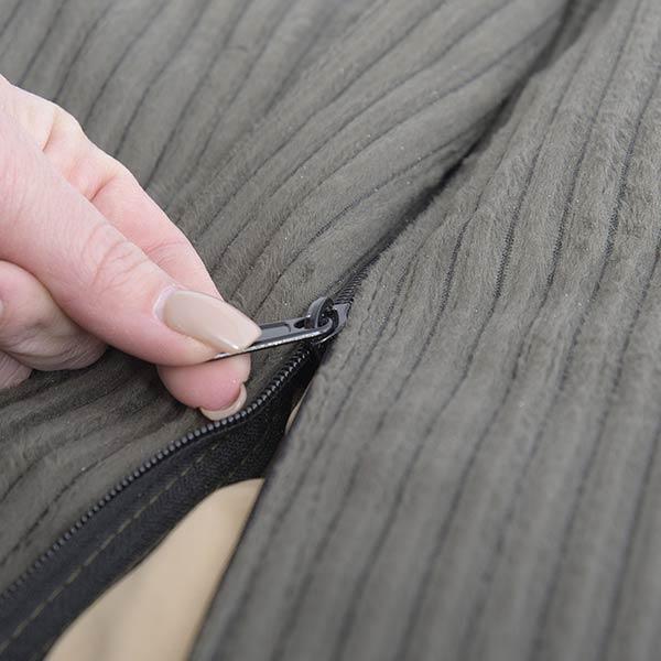 le pouf velours côtelé gris vert TiTAN est déhoussable